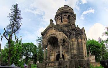 Lviv sightseeing. Lychakiv Cemetery